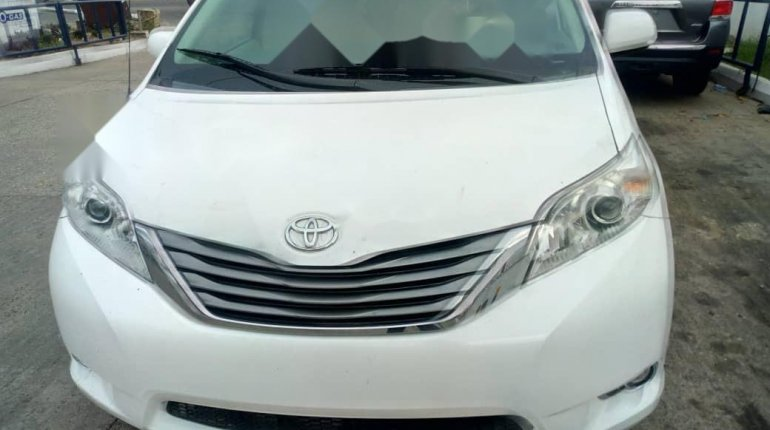 Foreign Used Toyota Sienna 2013 Model White-0