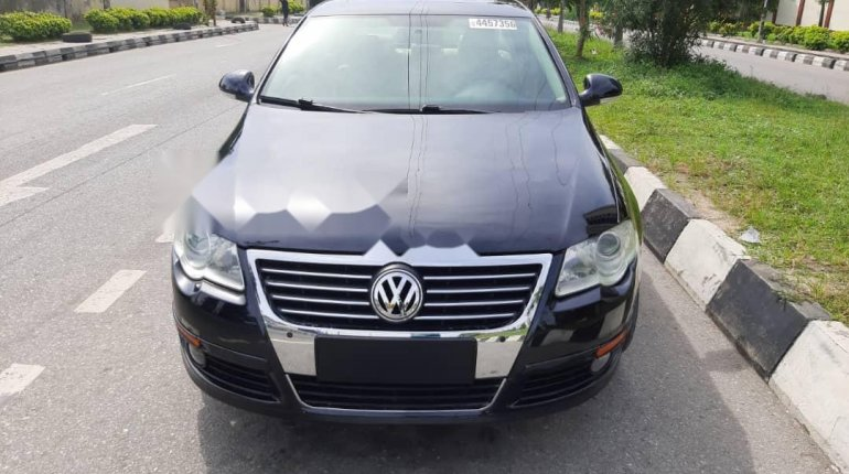 Foreign Used 2010 Volkswagen Passat for sale in Lagos. -6
