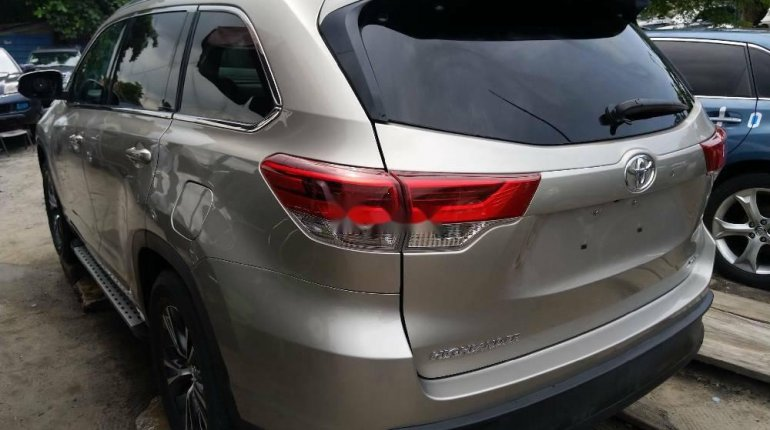 Foreign Used Toyota Highlander2018 Model Silver -2
