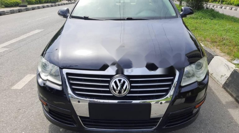Foreign Used 2010 Volkswagen Passat for sale in Lagos. -9
