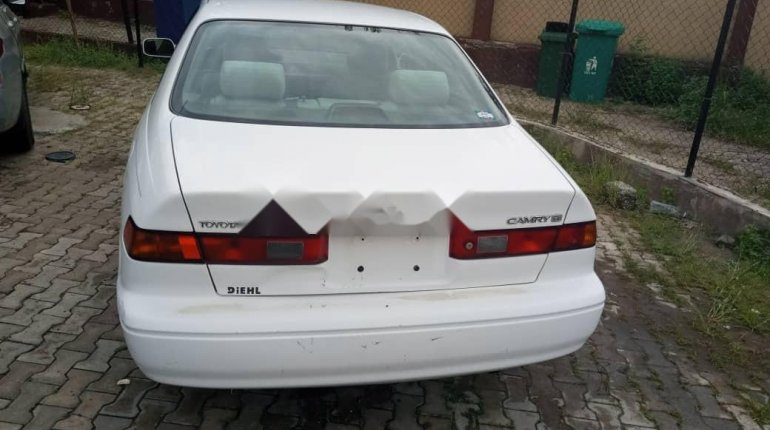Foreign Used Toyota Camry 2000 Model White-1