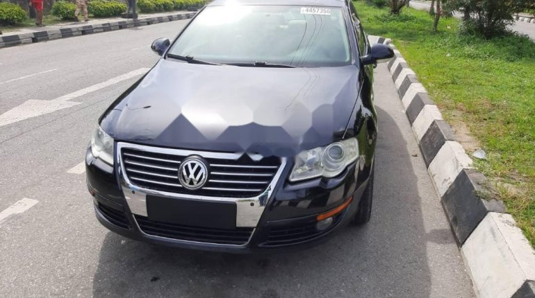 Foreign Used 2010 Volkswagen Passat for sale in Lagos. -7