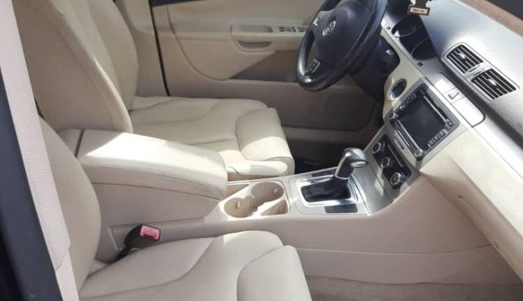 Foreign Used 2010 Volkswagen Passat for sale in Lagos. -3