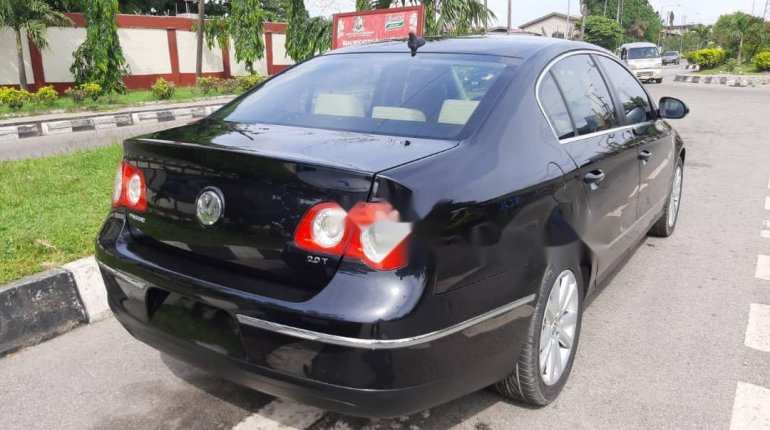 Foreign Used 2010 Volkswagen Passat for sale in Lagos. -8