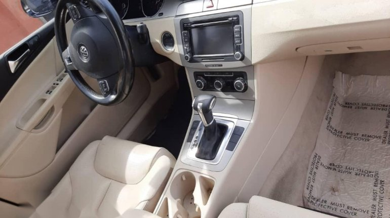 Foreign Used 2010 Volkswagen Passat for sale in Lagos. -2