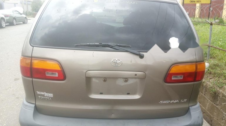 Foreign Used Toyota Sienna 2000 Model Gray-9