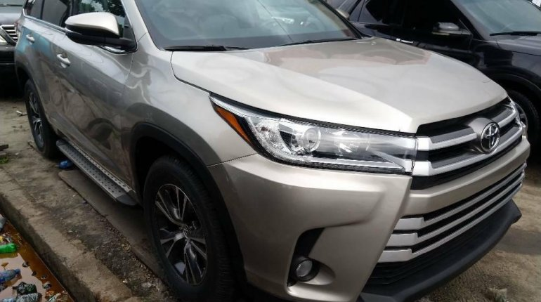 Foreign Used Toyota Highlander2018 Model Silver -0