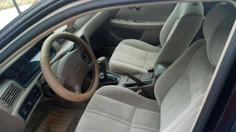 Foreign Used Toyota Camry 2000 Model White-5