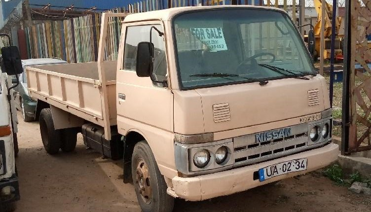 Foreign Used Nissan Cabstar 2000 Model White-0