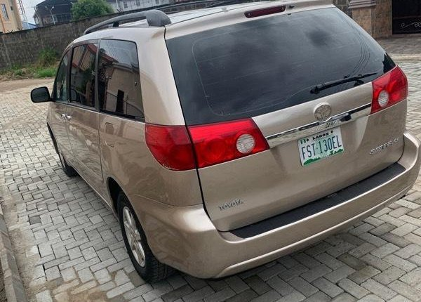 Nigeria Used Toyota Sienna 2006 Model Gold -6