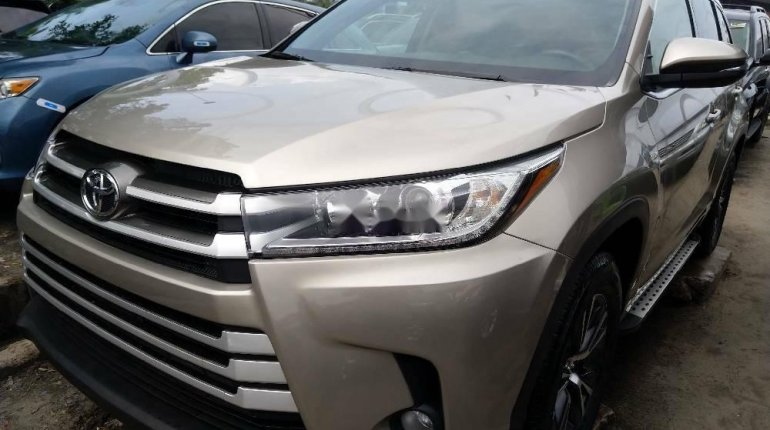 Foreign Used Toyota Highlander2018 Model Silver -1
