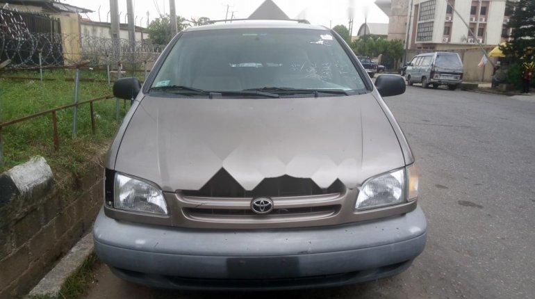 Foreign Used Toyota Sienna 2000 Model Gray-0