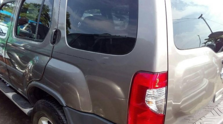 Very Clean Foreign Used Grey Nissan Xterra 2004 Model for sale in Lagos. -9