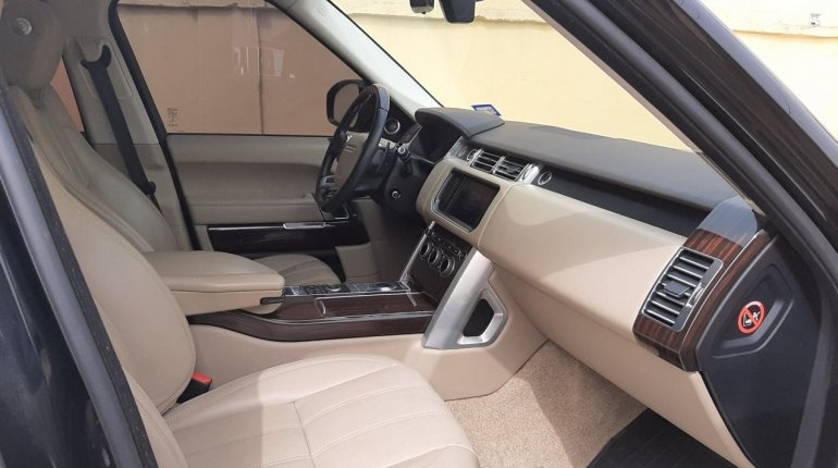 Foreign Used 2015 Black Land Rover Range Rover Vogue for sale in Lagos-3