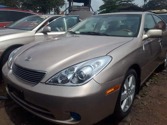 Clean Foreign Used 2005 Gold Lexus ES for sale in Lagos-1