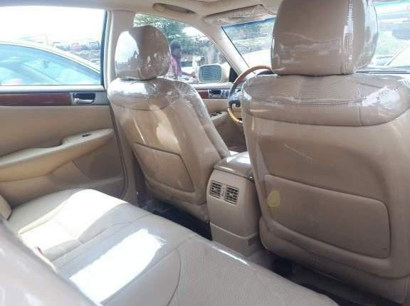 Clean Foreign Used 2005 Gold Lexus ES for sale in Lagos-2