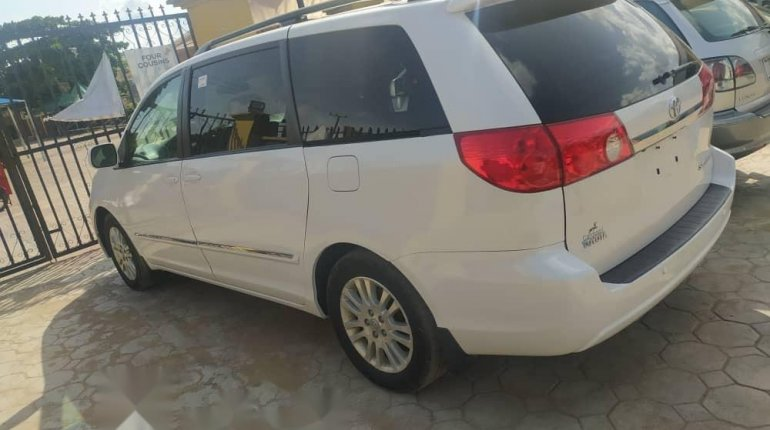 Tokunbo 2008 Toyota Sienna XLE Limited Full Option-7