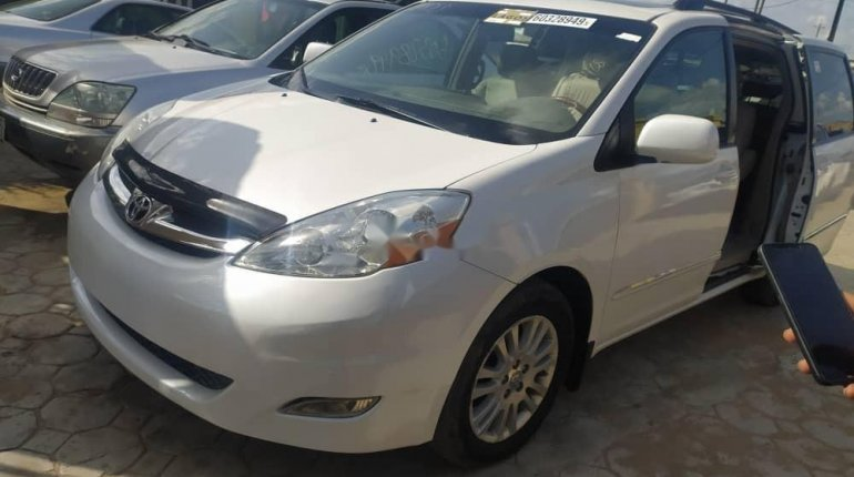 Tokunbo 2008 Toyota Sienna XLE Limited Full Option-1
