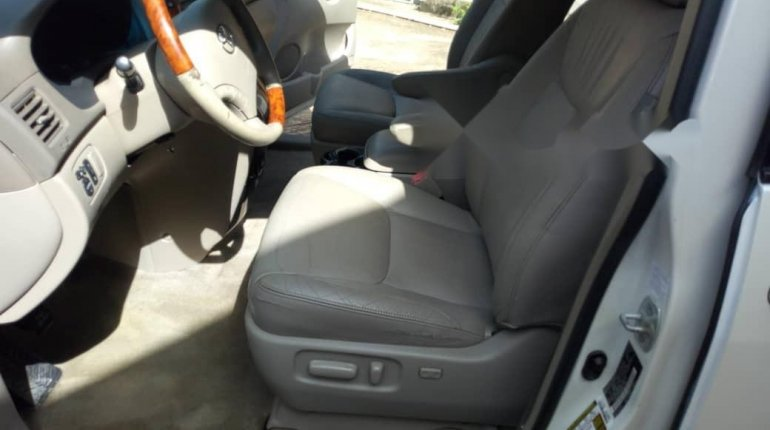 Tokunbo 2008 Toyota Sienna XLE Limited Full Option-3