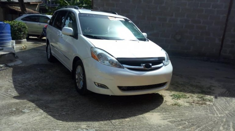 Tokunbo 2008 Toyota Sienna XLE Limited Full Option-0