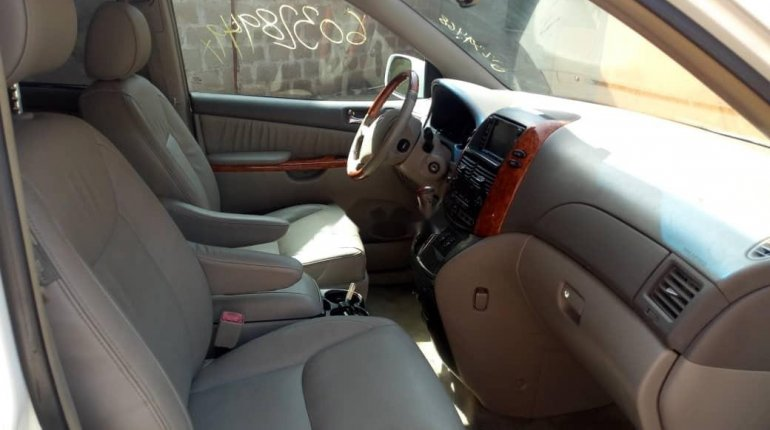 Tokunbo 2008 Toyota Sienna XLE Limited Full Option-4