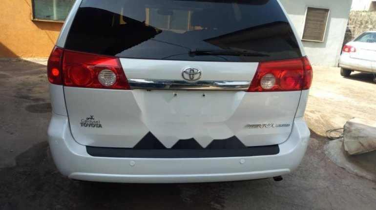 Tokunbo 2008 Toyota Sienna XLE Limited Full Option-8