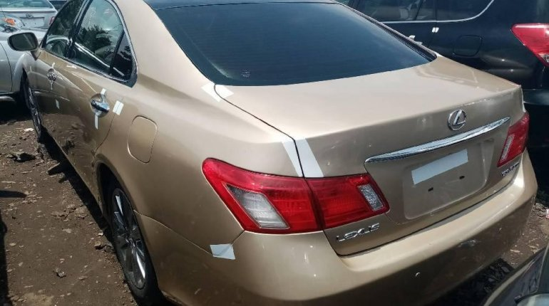 Foreign Used 2008 Gold Lexus ES for sale in Lagos. -2