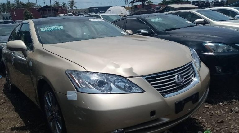 Foreign Used 2008 Gold Lexus ES for sale in Lagos. -1