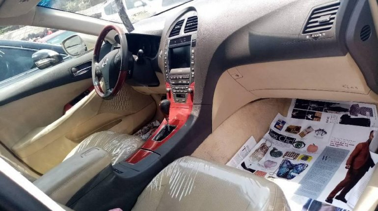 Foreign Used 2008 Gold Lexus ES for sale in Lagos. -5