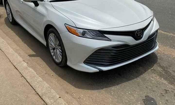 Toyota Camry 2018-9