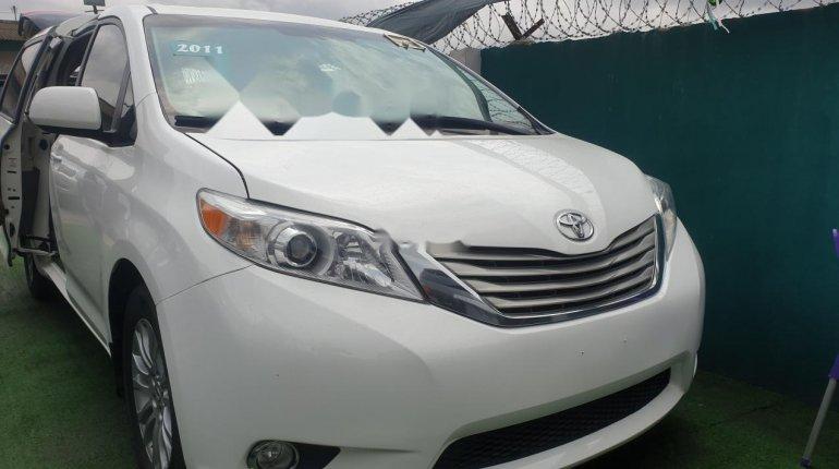 Toyota Sienna 2011-0