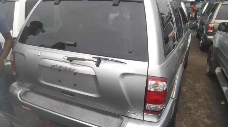 Nissan Pathfinder 2003-5