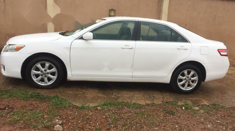 Well maintained 2010 Toyota Camry for sale at price ₦2,700,000-4