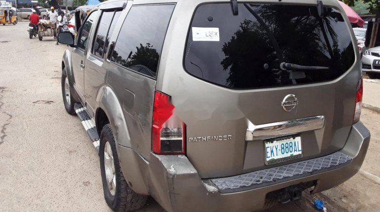 Nissan Pathfinder 2006 ₦900,000 for sale-3