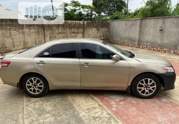 Sell 2009 Toyota Camry at price ₦1,750,000 in Ijebu Ode-6