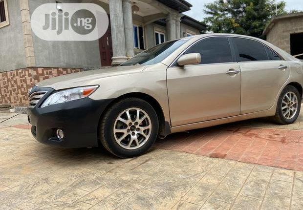 Sell 2009 Toyota Camry at price ₦1,750,000 in Ijebu Ode-7