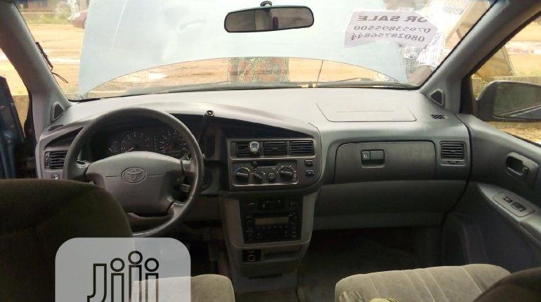 Toyota Sienna 2000-5